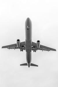 Überflug einer Lufthansamaschine am Flughafen München